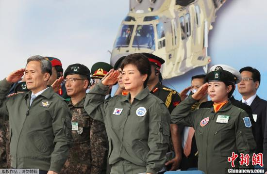 """朝鲜:朴槿惠掀起了""""让人脸红的裙子妖风"""""""