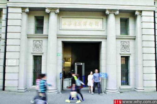 """上海自然博物馆""""隐居""""在延安路高架下一栋保护建筑内。"""