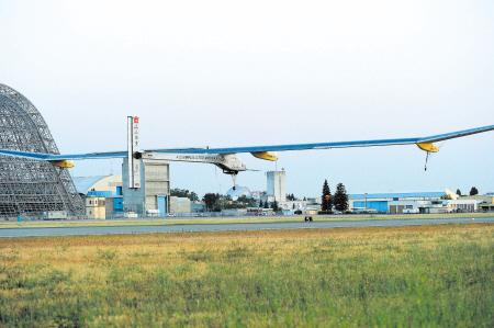 世界最大太阳能飞机启程横穿美国