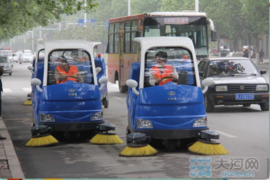 新型环保电动便捷清扫车亮相濮阳(图)