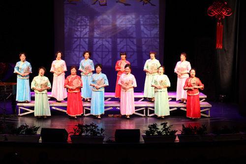 此外还有独唱《我爱你,中国》,《芦花》,《好日子》,《可爱的一朵玫瑰