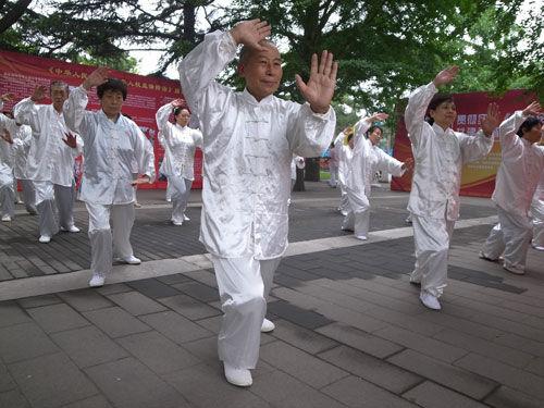 北京老年人优待证_北京持优待证老人未享受优先看病仍须排队老