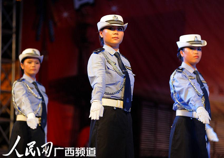 女警英姿飒爽(陈革/摄)-百色交警打造交通安全文化盛宴