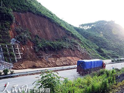 强降雨致河池高速边坡滑塌 宜州往河池方向已恢复通行