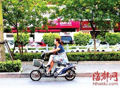 跷二郎腿骑电动车a大全大全存女生姿势衣帽间的隐患图片图片