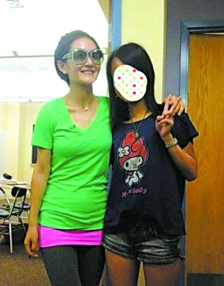謝娜(左)