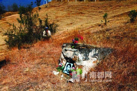 """4 .云南迪庆州金沙江边上的车轴村,被媒体誉为""""金沙江之子""""的年轻学者萧亮中,为保家园与村民一道进行了长达两年多的奔波与抗争,终因过度操劳猝然长逝,享年32岁。"""