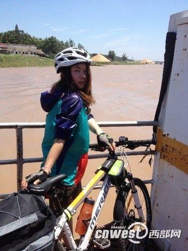 靖文带着自己的自行车过长江.(点击图片翻页)-西外美女骑行回家图片