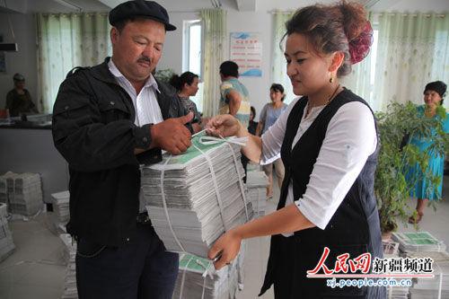 新疆岳普湖发放4.2万份维稳宣传单 人人学习维