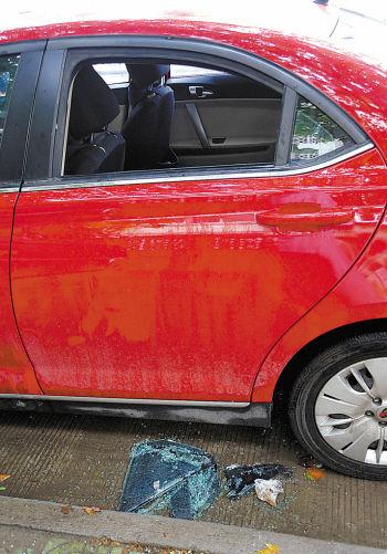 轿车的车窗玻璃