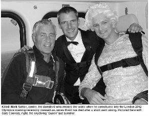 伦敦奥运会开幕式和女王一起空降 007 身亡图片