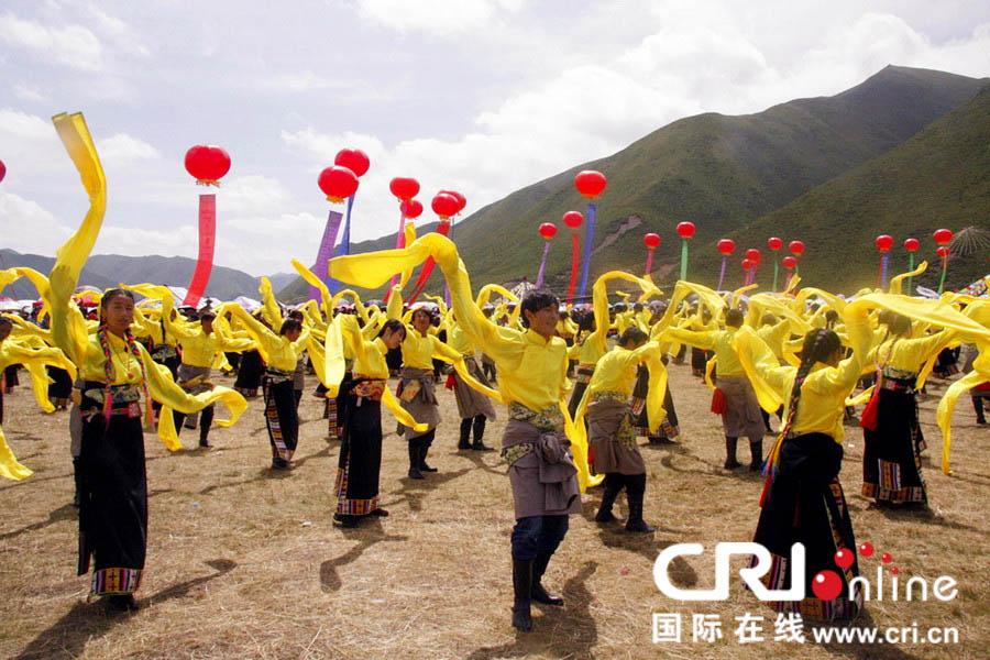 甘南藏族自治州碌曲县第二届锅庄舞大会开幕 高清组图