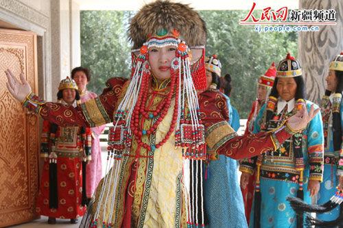 博湖县 中国蒙古族服装服饰 受全国青睐图片
