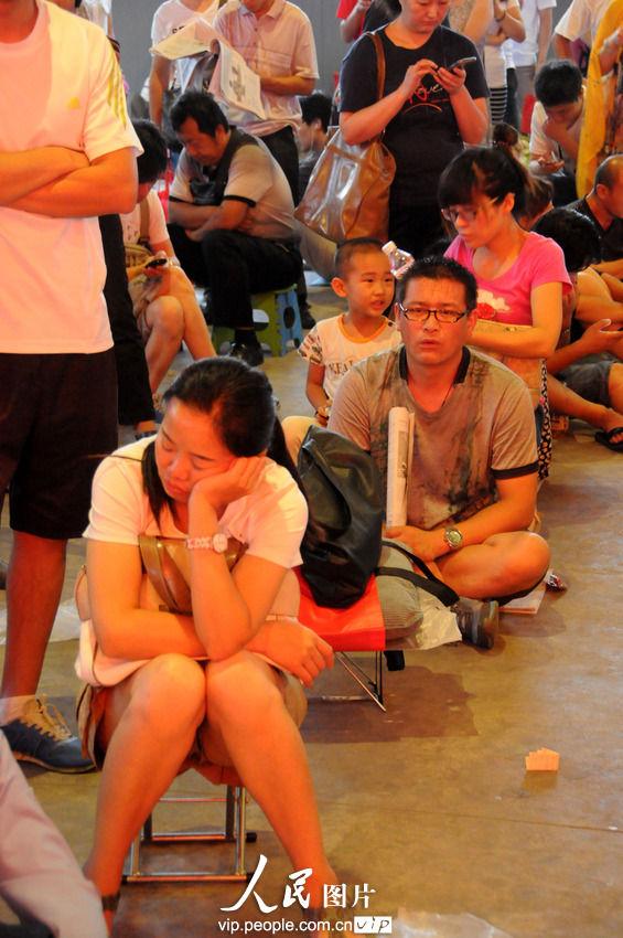 高清:北京儿童医院暑期挂号难