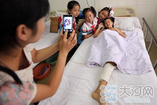 安阳坚强女生:女孩里温馨快乐的中秋节脸图片半病房图片