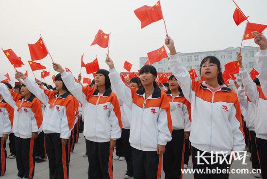 """衡水市职教中心学生参加迎国庆""""中国梦 我的梦""""学习教育活动."""
