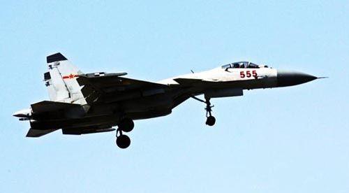 歼-15战斗机555号原型机,原型机是战斗机进行定型试飞的试验战斗机,与量产型有明显区别。(资料图)