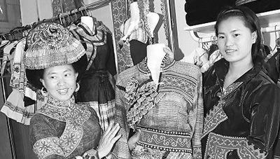 云南马关苗族服装畅销越南