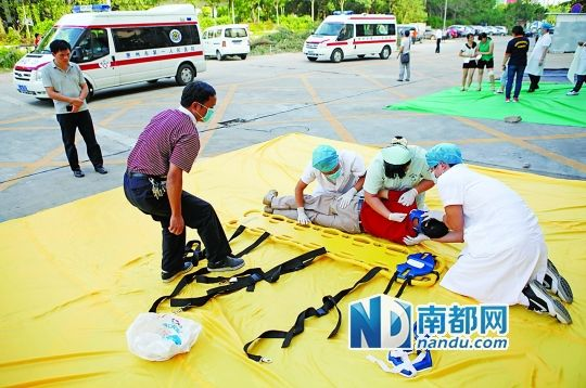 救护车接踵而至 市区医院急救大比武