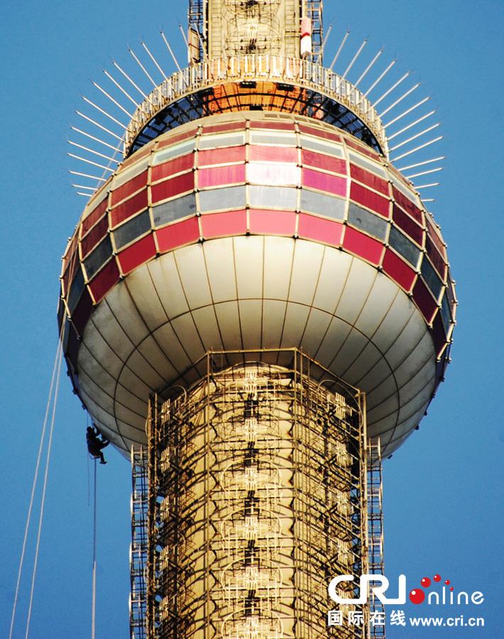 上海东方明珠塔进行19年来首次大清洗 高清组图图片