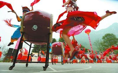 郭立亮 刘建光 邹继红 摄影报道 11月8日至9日,2013吉首国际鼓文化节图片