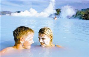 ▼冰岛连续第五年当选最接近男女平等的国家。图为冰岛最大的温泉蓝湖。