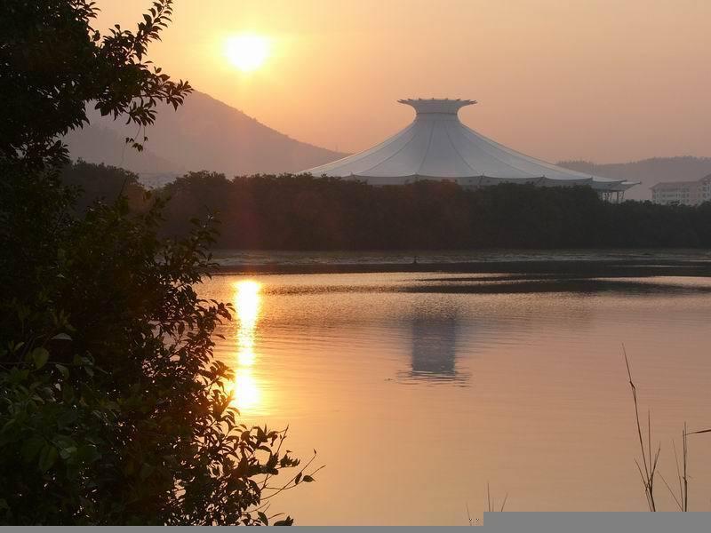 图为海南三亚标志建筑 美丽之冠