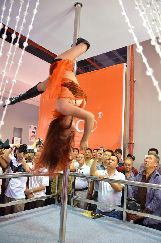 广州性文化节秀情趣内衣日情趣挤胸抛媚high萍乡的酒店女优图片
