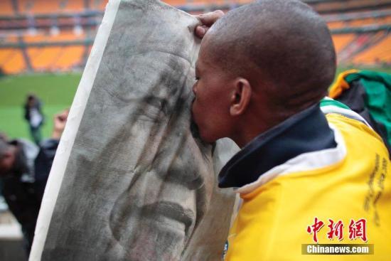 """当地时间12月10日,南非前总统曼德拉的官方追悼会在约翰内斯堡的FNB体育场举行。图片来源:CFP视觉中国src=""""http://y2.ifengimg.com/news_spider/dci_2013/12/981d1df00095057d8bf648c2dccf57a6.jpg"""""""