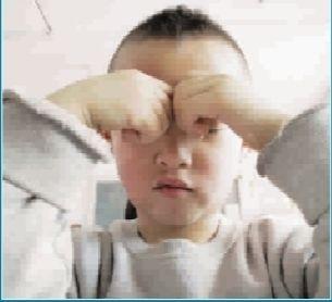 课题研究组研发的2-6岁幼儿视力保健操在区内8所幼儿园陆续启动试点.