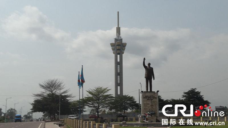 民族英雄卢蒙巴纪念碑高205米,是全市内最高的建筑物. (王新俊 摄