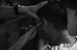 一套传统的剃头、修耳、修面工序下来,顿时让客人感觉神清气爽,似乎这些手艺的精湛之处,只有那些已经习惯老手艺的顾客能懂。