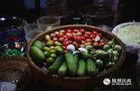 由于是蔬菜水果产量大国,夜市中有着一道十分特别的小吃——水果饭。它用类似水果沙拉的方式制作而成,再配上当地的香米饭即可食用。
