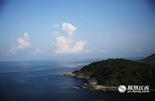 """普吉岛上的最南端是""""神仙半岛"""",在泰语中的意思为""""上帝的岬角"""",由于在观景台上供奉了一尊四面佛故名之,当地人也称它为""""神仙半岛""""。在山顶上,你可以毫无遮挡地看到浩瀚的印度洋,而海岸的对面就是印度尼西亚。"""