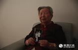 除了在前线杀敌,当年在敌后支持抗日部队的老百姓也是一股不可低估的力量。在江西省人民医院的病房里,我们见到了张坚老人。她曾经是敌后妇救会的成员。