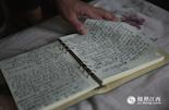杜青老家的老宅,是当年上高会战74师的师部。童年听着战争故事长大的他,似乎注定要与这些老兵们再次相遇。记者出身的杜青很少使用录音笔之类的工具,他一共写满了几十部笔记本,才完成这本书的编著。