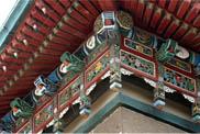 礼堂檐下雕花板