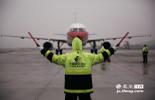 李凯伦,东航江西分公司外场维修工中唯一的女性飞机修理员。89年出生的她,2012年从南昌航空大学毕业,当年8月就到了东方航空公司江西分公司。