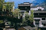 如果说,婺源古村是中国古建筑的大观园,篁岭无疑是一朵雅致动人的奇葩。这里每座房屋内都藏匿着最淳朴的名俗。