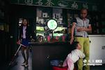 在遂川县城,郭久城夫妇经营自己的茶叶经销店已经有十几年的历史了,他们家的茶店也是遂川第一批私营茶叶店之一。