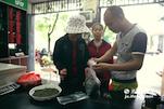 现在来小郭这里买茶叶的都是些老顾客,一般都来自吉安、赣州以及南昌。他希望政府能加大宣传力度,这样他们就可以打开省外的销路。