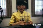 作为一名客家人,小徐离开自己的家乡来到遂川工作已经有两年的时间。她已经从一名业余的茶叶爱好者,成为了一名专业的茶师。当然狗牯脑也在遂川给她带来了爱情。