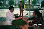 """作为当地的""""茶王"""",相对于成绩来说,蔡师傅这次比赛的目的是结交更多的同行朋友,做大赣苏两地的茶叶市场。"""