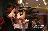 尽管远在香港,这次盛会同样也是一次媒体新闻大战,来自香港及江西的各大媒体记者早早候在现场,力求准确实时报道大会实况。