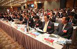 """坐在江西代表团第一排的就是来自江西11个设区市的""""市长团""""。在港期间,这些市长们都见缝插针的安排了自己地区的推介活动。"""