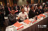在江西省重点产业集群投资合作推介会上,江西与香港企业签下100个总投资额达98.9亿美元的项目大单,这是5月27日至29日举行的2015赣港经贸合作活动的一项重要内容。推进工业、农业、旅游业和物流业等产业集群与香港进行合作对接。