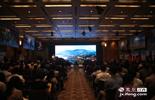 """""""江西风景独好""""(香港)高端自驾旅游线路分享说明会互动性很强,来自香港的路虎四驱车车会和嘉宾们分享了路虎江西之旅,省长鹿心社亲自为即将赴赣的香港老爷车车会授旗。"""