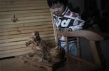 """韩振璜的理念充满了厚重的文化气息,且带着丰富的抽象意义,但是韩振璜诠释出来的木雕却很具体。""""这些木雕作品都是别人没有雕刻过的,我想雕刻一些独特的作品。"""""""