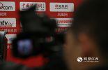 """今年的""""两会"""",凤凰网的LOGO第一次登上了江西""""两会""""的全媒体访谈展板。"""