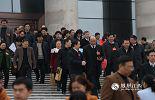 """在圆满完成各项议程后,1月29日,江西省十二届人大五次会议胜利闭幕,2016年江西""""两会""""也就此结束。当代表们一个个步出会场时,江西""""十三五""""的绿色崛起也走在路上。"""